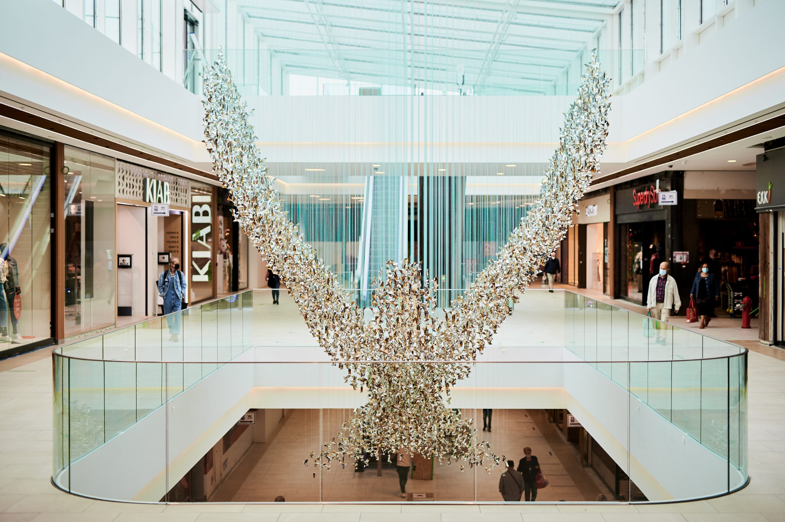 Charles Kaisin verfraait Westland Shopping met Bird!